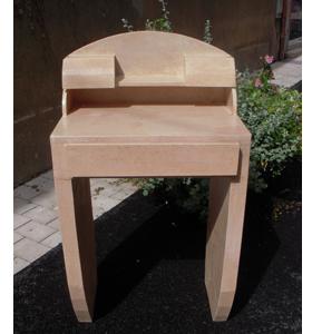 atelier a 2 mains m con bureau en carton. Black Bedroom Furniture Sets. Home Design Ideas
