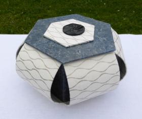 Boîte hexagonale ouverte dans les angles