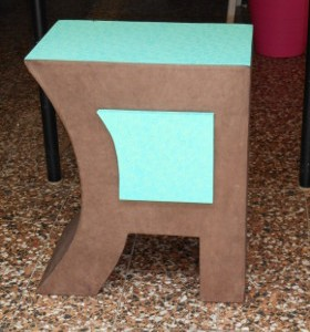 Chevet en carton bicolore
